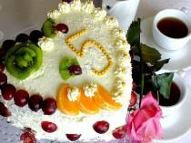 Tort z masą truskawkową i mascarpone