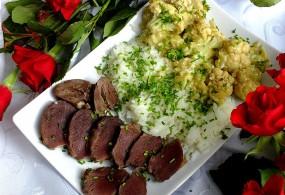 Gęsie żołądki podane z ryżem i kalafiorem