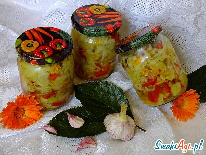 ogórkowa sałatka do słoików z marchewką