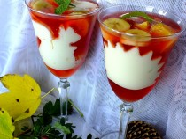 Niebanalny deser z galaretką i owocami