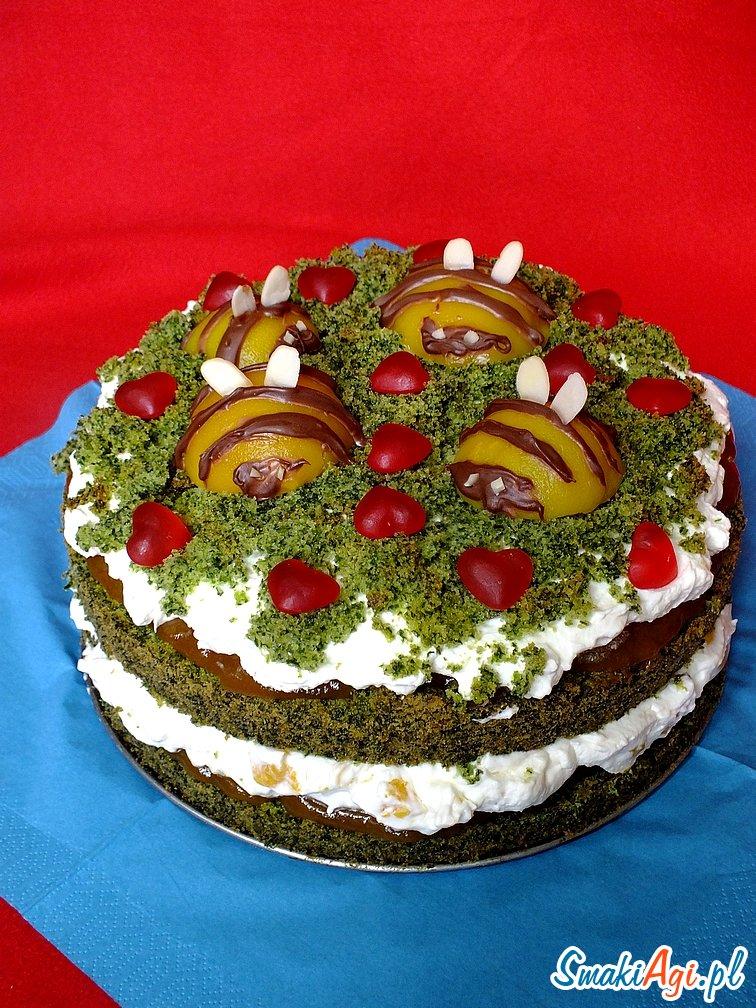 pyszne ciasto ze szpinakiem, musem owocowym i bita śmietaną