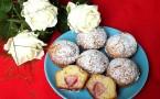 Muffinki z białą czekoladą i truskawkami