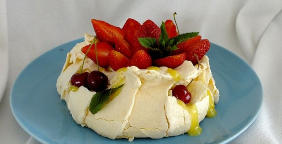 Mini beza Pavlova z lemon curd